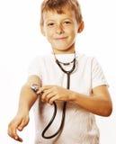 Liten gullig pojke med stetoskopet som spelar som Fotografering för Bildbyråer