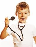 Liten gullig pojke med stetoskopet som spelar som vuxet yrke D Royaltyfri Bild