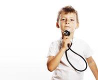 Liten gullig pojke med stetoskopet som spelar som vuxet yrke D Arkivfoto