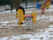 Liten häst på våren på lek-fältet Royaltyfri Fotografi