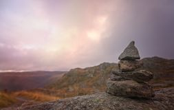 Liten hög av allsidiga stenar på monteringen Ulriken Royaltyfri Foto
