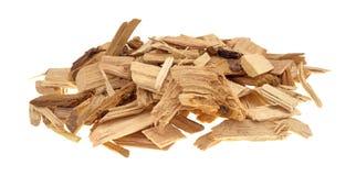 Liten hög av hickoryn som röker chiper för grillfest royaltyfria foton