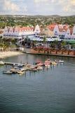 Liten hantverkhamn av Oranjestad, Aruba Arkivbild