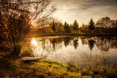 Liten hedsjö på solnedgången Royaltyfri Fotografi