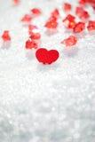 Liten hjärta med röda kristaller royaltyfri foto