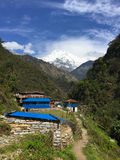 Liten by i bergen, Everest område Arkivbild