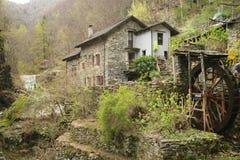 Liten by i Ticino arkivbilder