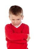 Liten ilsken unge med den röda ärmlös tröja royaltyfria bilder