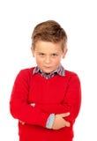 Liten ilsken unge med den röda ärmlös tröja royaltyfri fotografi