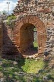 Liten ingång av den romerska staden av Diocletianopolis, stad av Hisarya, Bulgarien Royaltyfri Fotografi