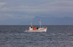 Liten isländsk fiskebåt. Fotografering för Bildbyråer