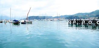 Liten italiensk hamn med fartyg och yachter Royaltyfria Foton