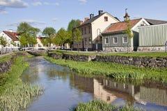 Liten kanal i Soderkoping, Sverige royaltyfria foton