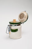 Liten keramisk krus för kryddor Arkivfoton