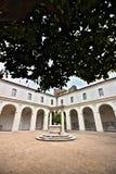 Liten kloster av Charterhousen ocks? som ?r bekant som Chiostrinoen arkivfoto