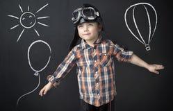 Liten klyftig pojke som en pilot Fotografering för Bildbyråer