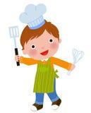 Liten kock som rymmer en steka sked och eggbeater Royaltyfri Foto