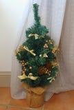 Liten konstgjord julgran Arkivfoto