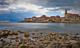 Liten kroatisk stad Umag Arkivfoton