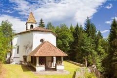 Liten kyrka av århundrade 14 Royaltyfria Bilder