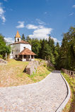 Liten kyrka av århundrade 14 Royaltyfria Foton