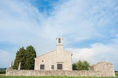 Liten kyrka av det 13th århundradet Royaltyfri Fotografi