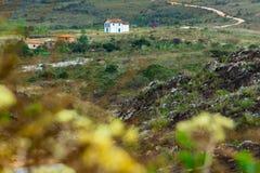Liten kyrka från Capivari, område av Serro, Minas Gerais royaltyfria bilder