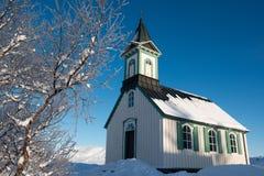 Liten kyrka i den Thingvellir nationalparken på vintern, Island Royaltyfri Foto