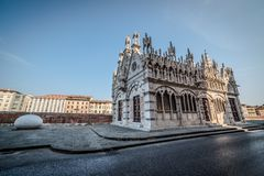 Liten kyrka i Pisa Royaltyfria Bilder