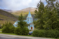 Liten kyrka i Seydisfjordur Island Royaltyfri Fotografi