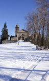 Kyrka och snow fotografering för bildbyråer