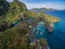 Liten lagun i El Nido, Palawan, Filippinerna Turnera a-rutten och förlägga Miniloc ö Royaltyfria Bilder