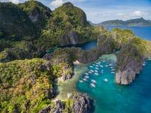 Liten lagun i El Nido, Palawan, Filippinerna Turnera a-rutten och förlägga Miniloc ö Royaltyfri Bild