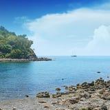 Liten lagun och segelbåt Royaltyfri Foto