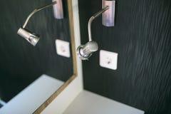 Liten lampa i en toilette arkivfoto