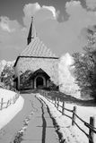 Liten lantlig kyrka av 1492 arkivfoto