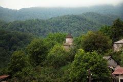 Liten by mellan bergen i Armenien Fotografering för Bildbyråer