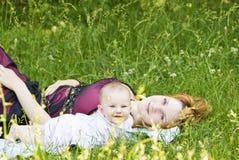 liten moder för barn royaltyfri foto