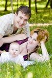 liten moder för barnfader royaltyfri bild