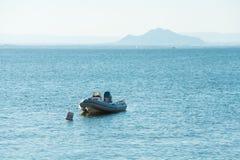 Liten Motorboard - La Manga del Mar Menor Arkivfoto