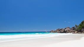 Liten och nätt Anse strandpanorama Arkivbild