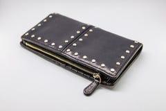 Liten påse och kvinnlig plånbok arkivbilder