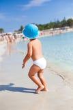 Liten pojke i havsvattnet Royaltyfria Foton