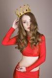 Liten prinsessa för skönhet som bär en krona Royaltyfria Bilder