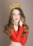Liten prinsessa för skönhet som bär en krona Arkivfoto