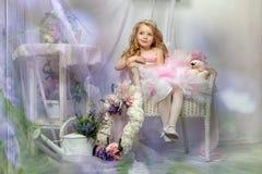 Liten prinsessa i rosa färger royaltyfria foton