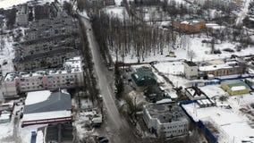 Liten provinsiell stad i den iskalla vintern flyg- strandja f?r bulgaria bergfotografi arkivfilmer