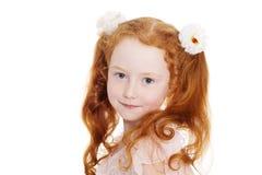 Liten röd haired flicka med pilbågar Royaltyfri Foto