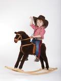 Liten rolig cowgirlridninghäst arkivfoton