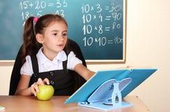 liten schoolchild för klassrum arkivbilder